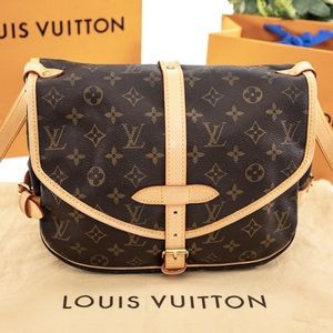 LOUIS VUITTON Saumur 30 Crossbody